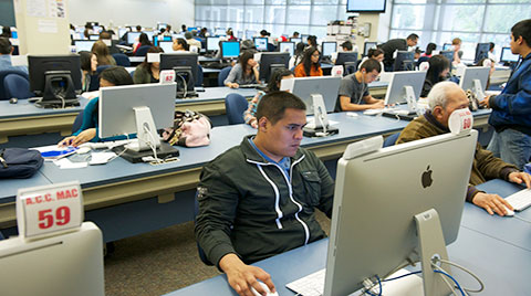 student using a MAC in the computer lab